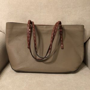 Tan shoulder purse.
